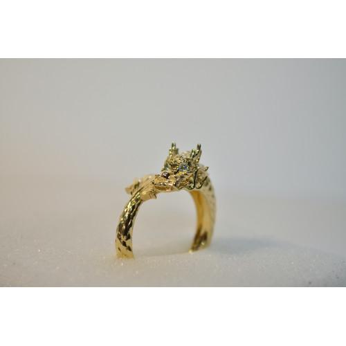 Золотое кольцо в форме дракона с бриллиантами 140096
