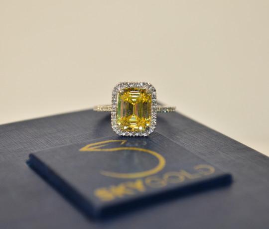 Эксклюзивное женское кольцо с жёлтым бриллиантом