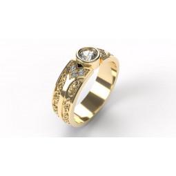 Золотое кольцо с узорами и бриллиантами 2671098