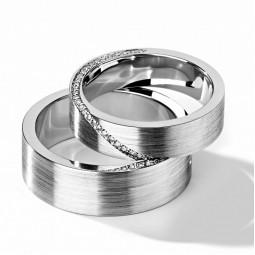 Свадебные кольца американка с камнями в женском кольце