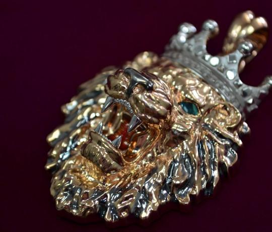 Эксклюзивный золотой подвес в форме льва