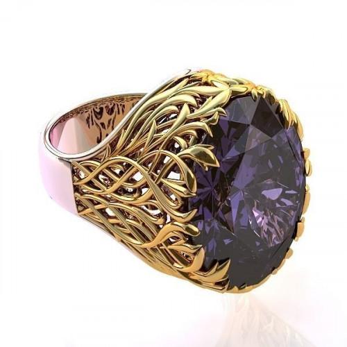 Авторское золотое кольцо с большим камнем