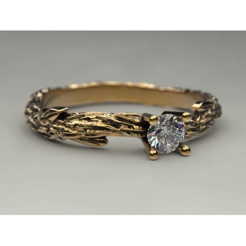 Золотое кольцо с небольшим бриллиантом 805207