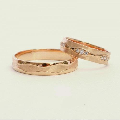 Золотые обручальные кольца с гладкой и матуированной поверхностью 2588