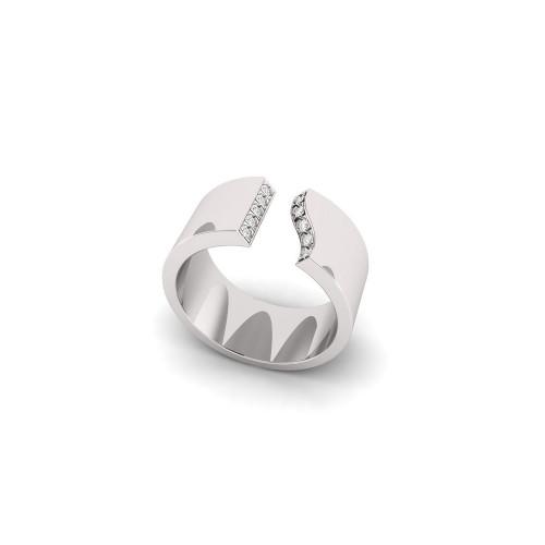 Золотое широкое кольцо с бриллиантами 2639200