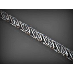 Крупная золотая цепь с узором на звеньях 2346364