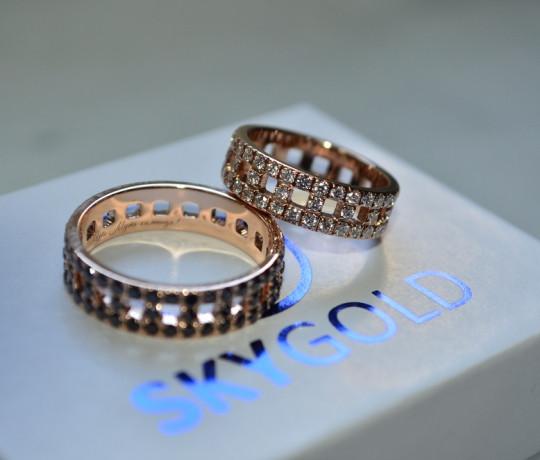 Обручальные кольца с белыми и черными бриллиантами