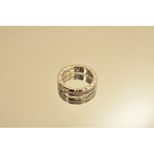 Женское золотое кольцо с дорожкой камней в стиле Bvlgari b.Zero Ring 058