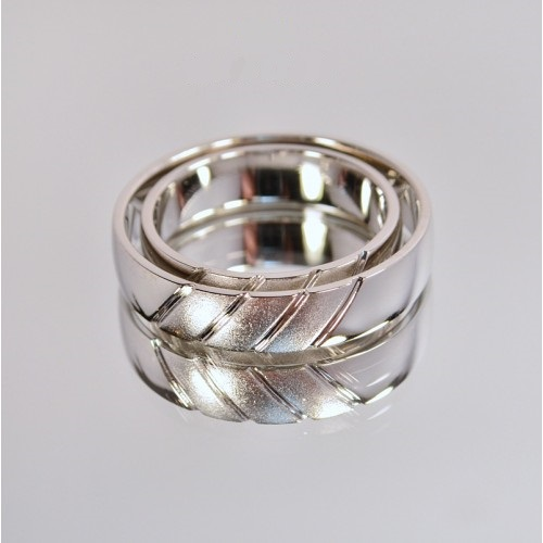 Обручальные кольца из белого золота с матуированными вставками 4211568