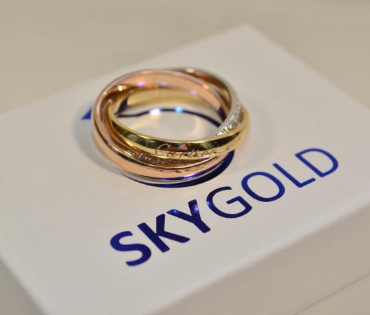 Золотое трехцветное кольцо с камнями в стиле Cartier Trinity