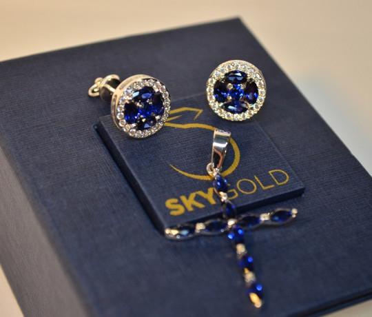 Женский гарнитур из белого золота с сапфирами и бриллиантами