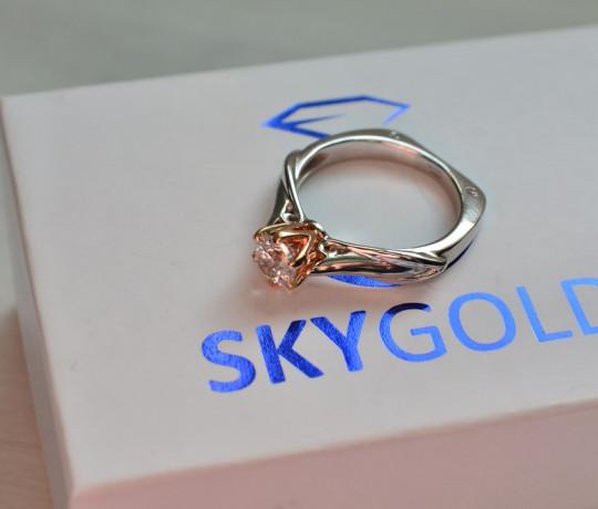 Золотое помолвочное кольцо с бриллиантом 0.46 ct.