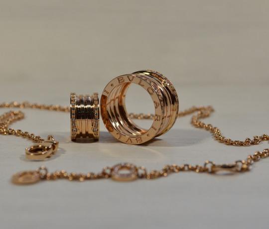Женский набор из красного золота в стиле Bvlgari