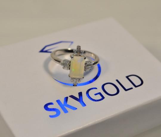Золотое женское кольцо с эфиопским опалом