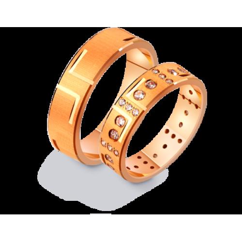 Золотые обручальные кольца с матуированной поверхностью и камнями 411213