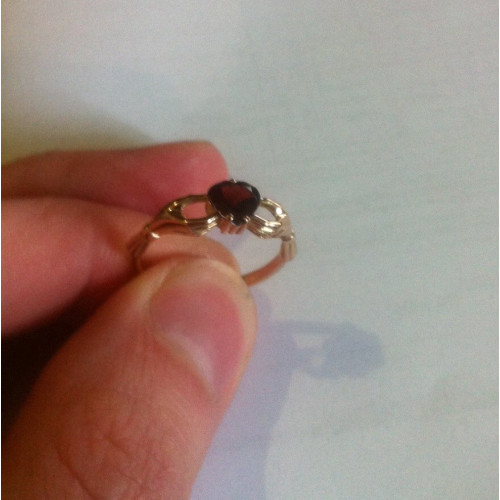 Женское недорогое кладдахское колечко Red Heart 2100280